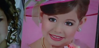 10 Principal Pros and Cons of Child Beauty Pageants